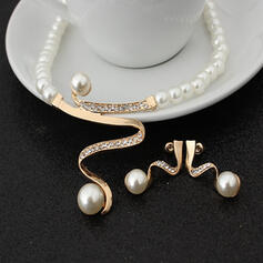 Luxurious Alloy With Faux Pearl Women's Necklaces